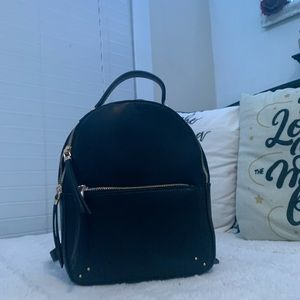 Super cute and trendy black backpack purse!!✨